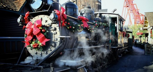 Knotts Christmas Train