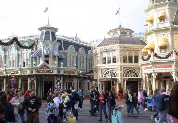 magic-kingdom-main-street-shops-uqlcn27