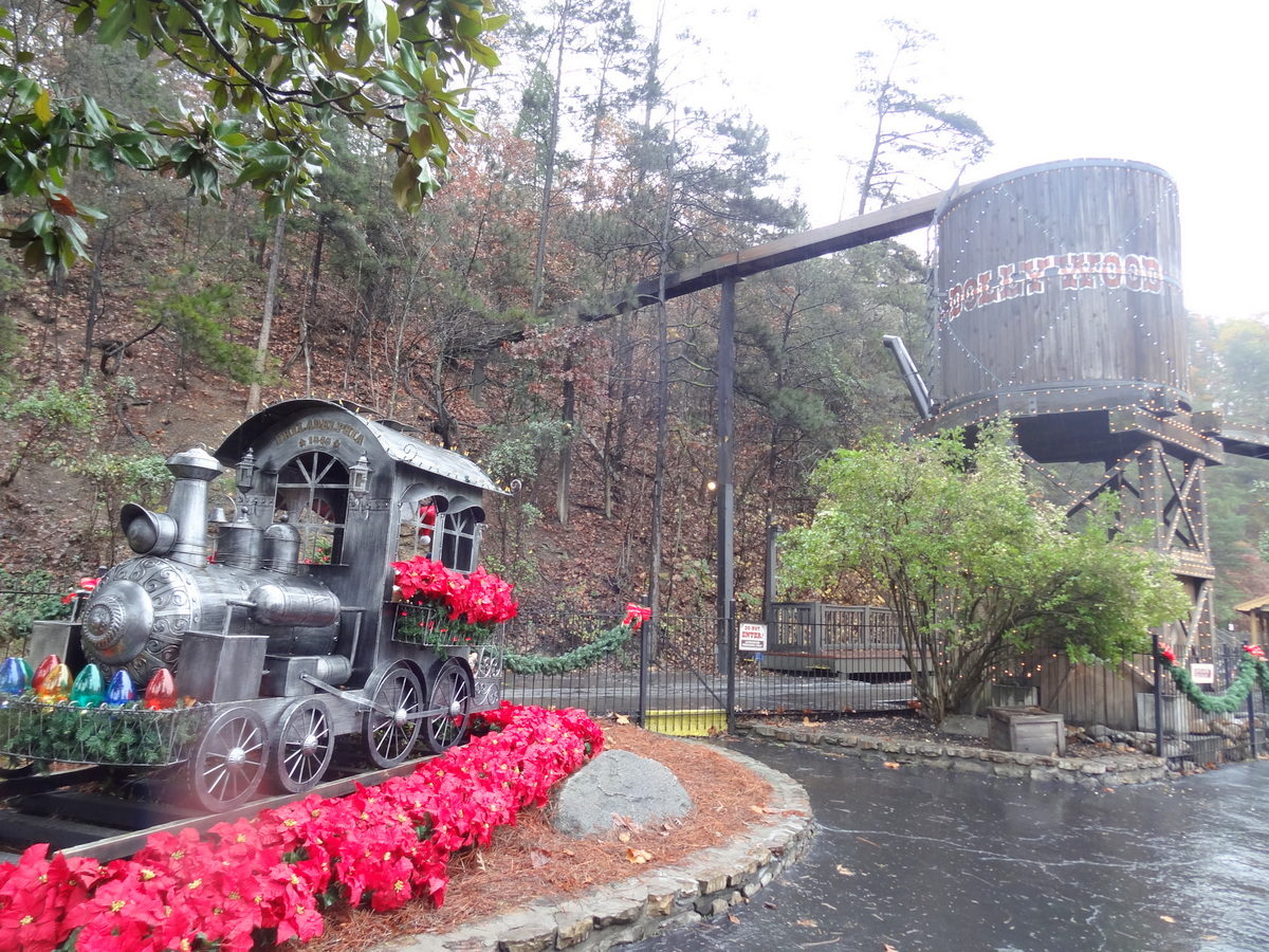 Smoky Mountain Christmas 2015 at Dollywood - Coaster101