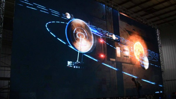 Giant screens and holographic effects are a lot different than a TV screen for Mass Effect: New Earth.