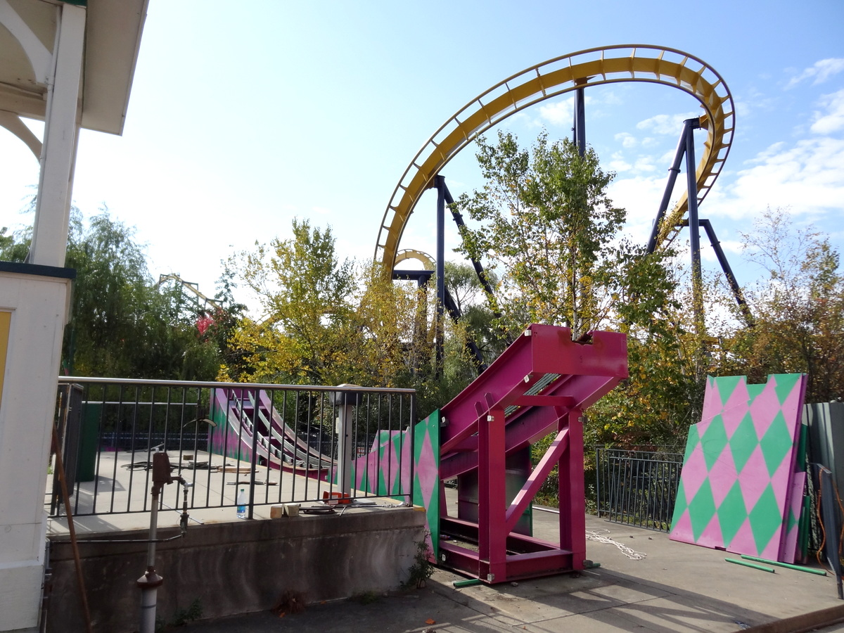 joker construction at six flags great america coaster101