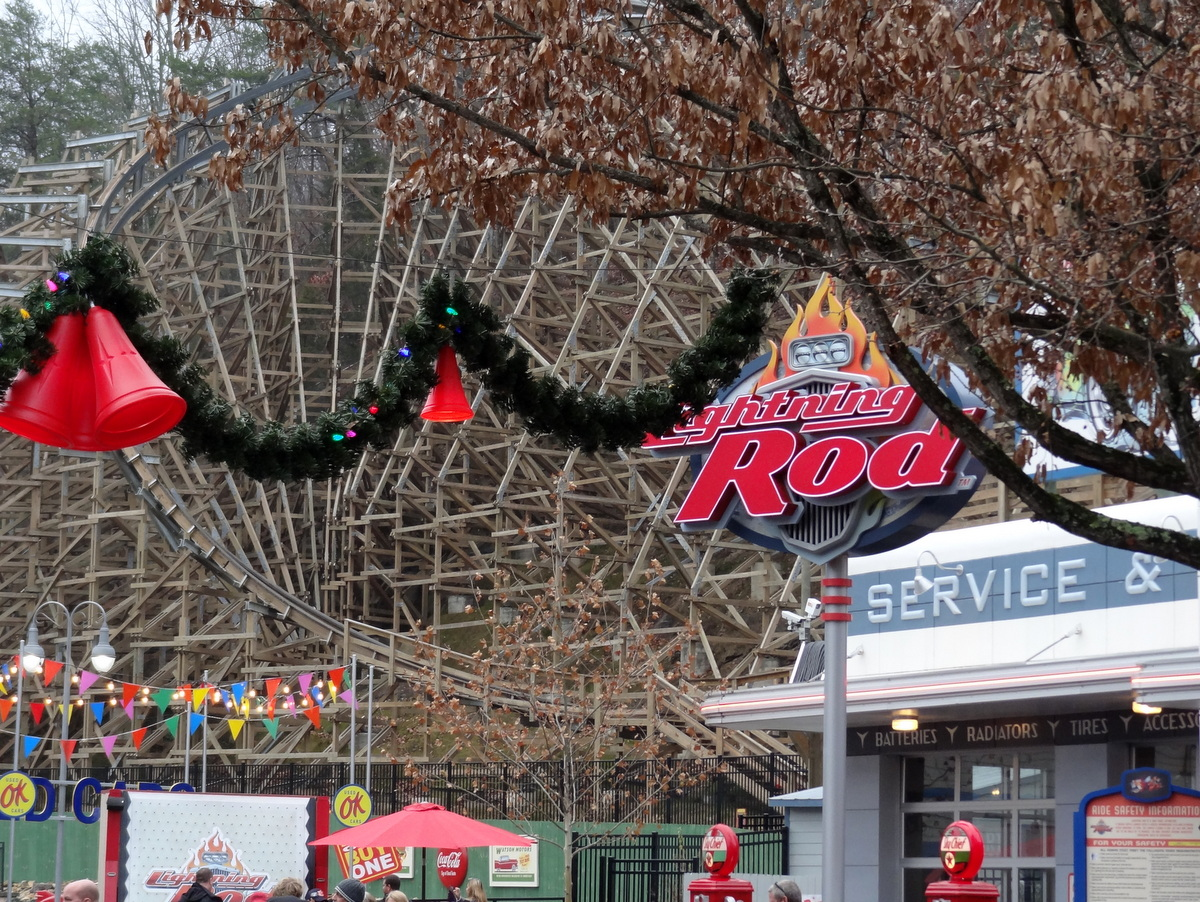 A Day at Dollywood's Smoky Mountain Christmas 2016 - Coaster101