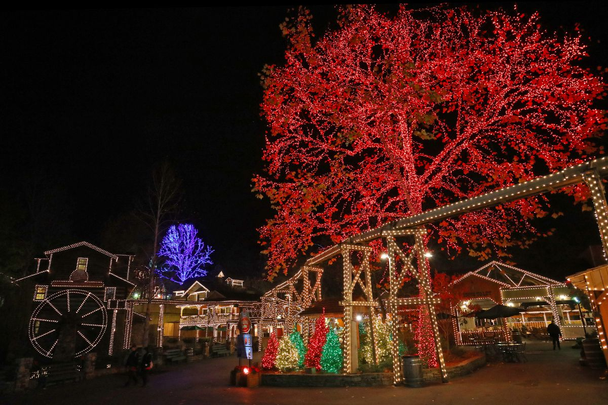 Dollywood Kicks Off Smoky Mountain Christmas 2019   Coaster101