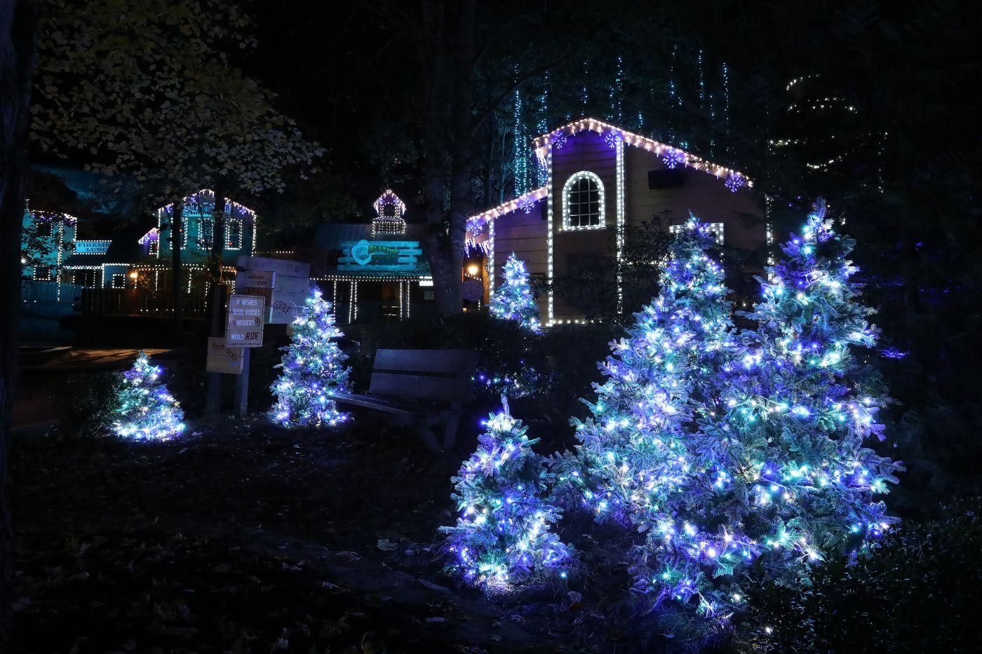Dollywood At Christmas 2021 Dollywood Kicks Off Smoky Mountain Christmas 2020 Coaster101